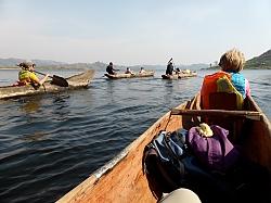 Auf Multi-aktiv Safari mit lokalem Dug-out Kanu unterwegs.