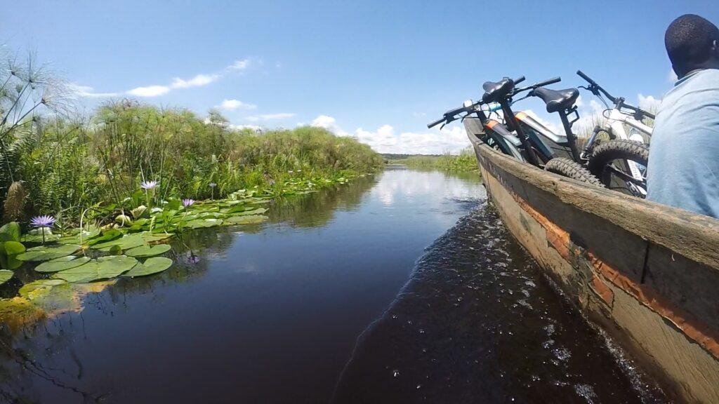 Mountain Biking trails führen auf übers Wasser.