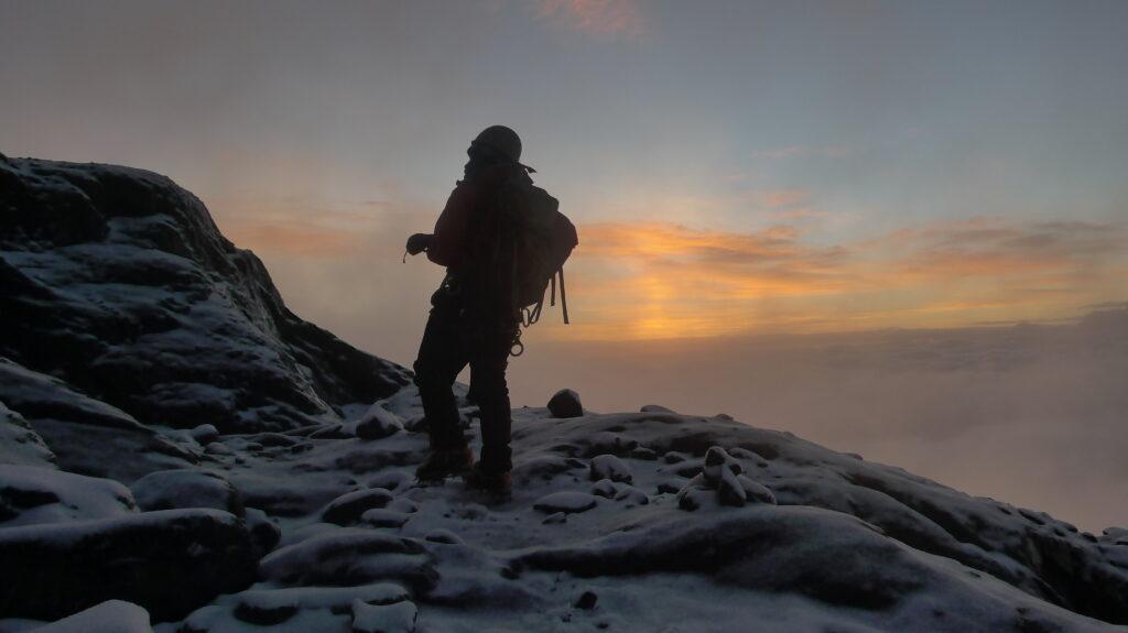 Am früen morgen startet die Gipfelbesteigung im Rwenzori Mountain National Park